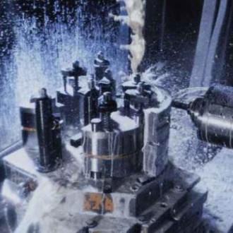 Kühlschmiermittel KMT 30 in vollem Einsatz